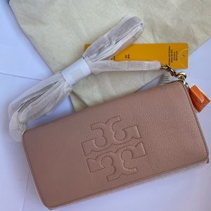 Brand New Tory Burch Cora body bag / clutch